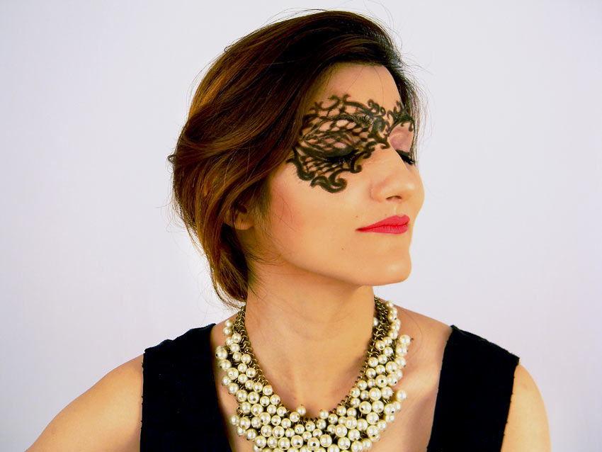 venice-mask-eye-makeup-look-net-pattern-eyeliner-mac-fashion-blogger-shilpa-ahuja