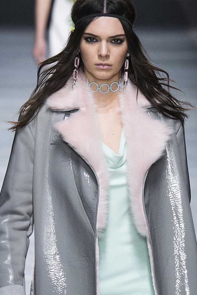 versace-fur-collar-coat-leather-kendall-jenner-fw16-fall-winter-2016-latest-fashion-trends