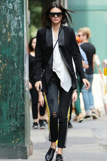 womens-tuxedo-look-outfit-kendall-jenner-jacket-casual-jeans