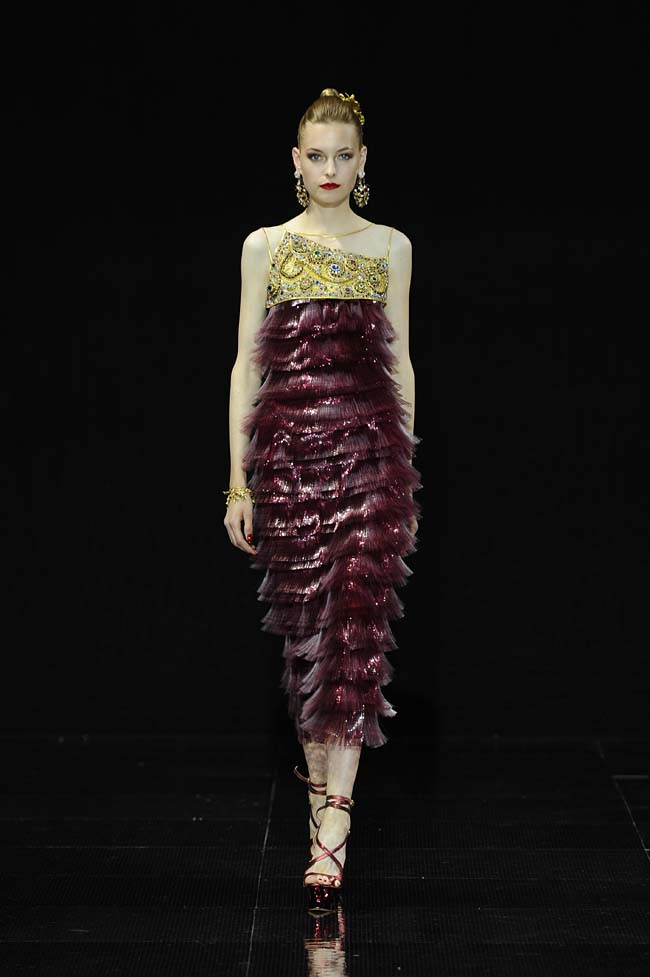 23-guo-pei-fw16-haute-couture-layered-burgundy-neckline-dress-fall-winter-2016-17