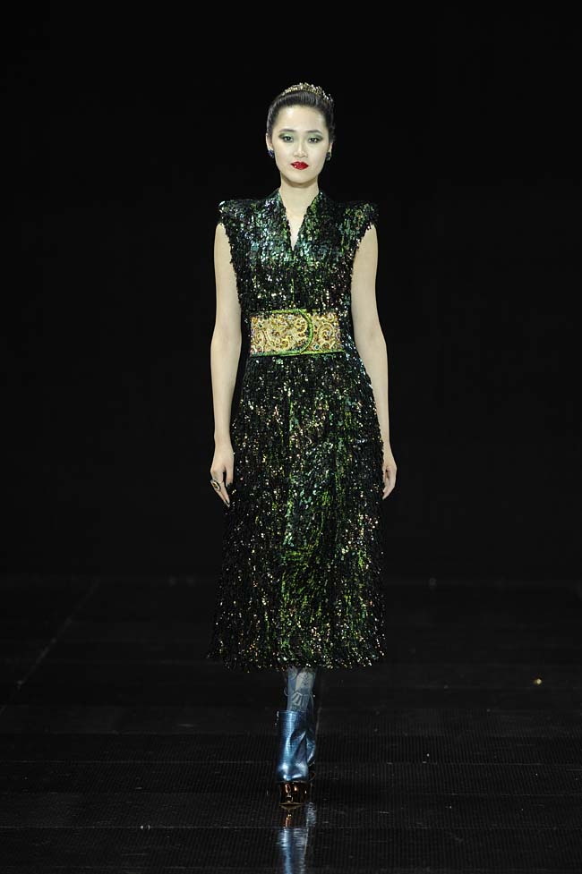 24-guo-pei-fw16-haute-couture-v-neckline-dark-green-color-sequin-fall-winter-2016-17-dress