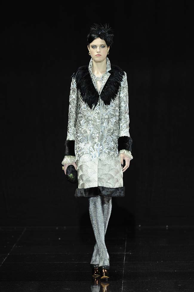 35-guo-pei-fw16-haute-couture-silver-color-touch-black-velvet-dress-fall-winter-2016-17