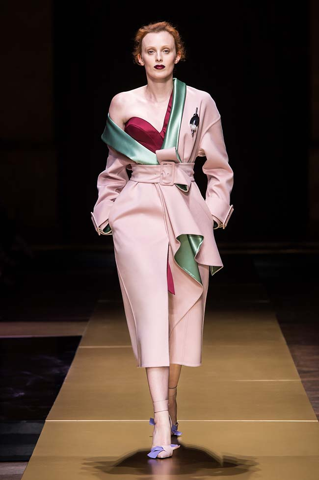 Atelier_Versace_Fall 2016_couture-collection-fashion-week (1)-pink-coat