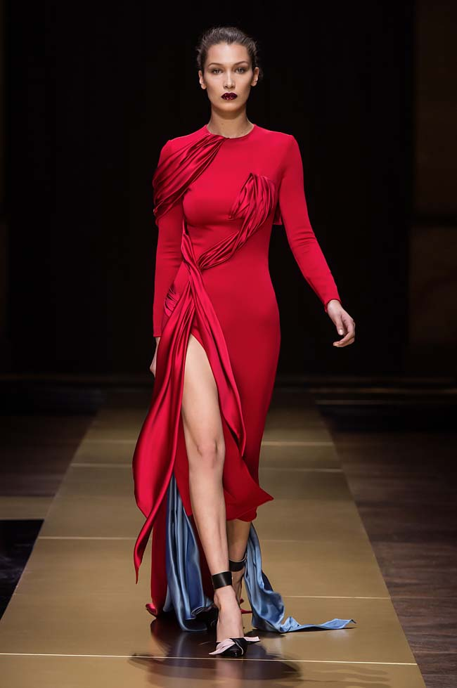 Atelier_Versace_Fall 2016_couture-collection-fashion-week (15)-bella-hadid-red-dress-gown