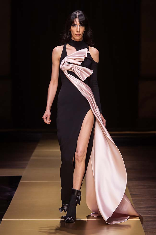 Atelier_Versace_Fall 2016_couture-collection-fashion-week (7)-black-pink-slit-gown