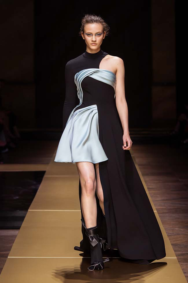 Atelier_Versace_Fall 2016_couture-collection-fashion-week (8)-black-sky-blue-asymmetric-dress