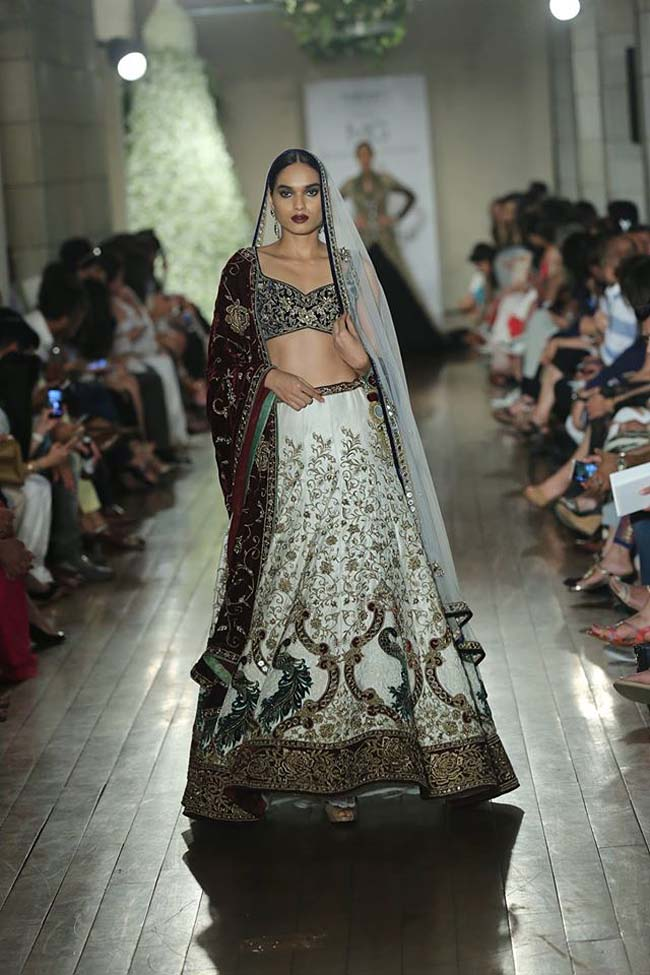 Manav-Gangwani-collection-2016-couture-week-gown (5)-red-white-lehenga