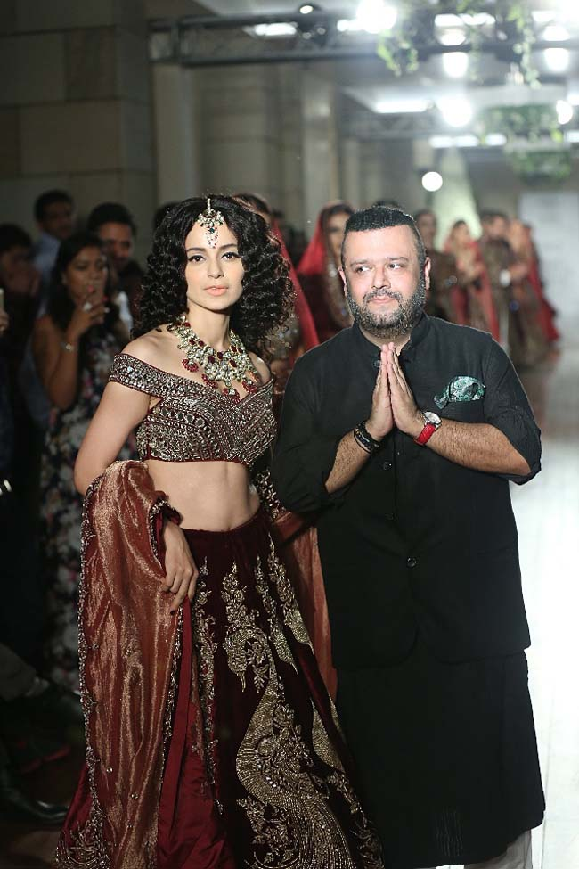 Manav-Gangwani-collection-2016-fashion-show-dress (10)-maroon-red-wedding-lehenga-kangana-renaut