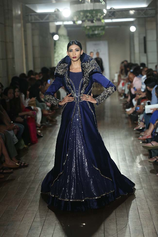 Manav-Gangwani-collection-2016-fashion-show-dress (3)-blue-couture-indian-gown