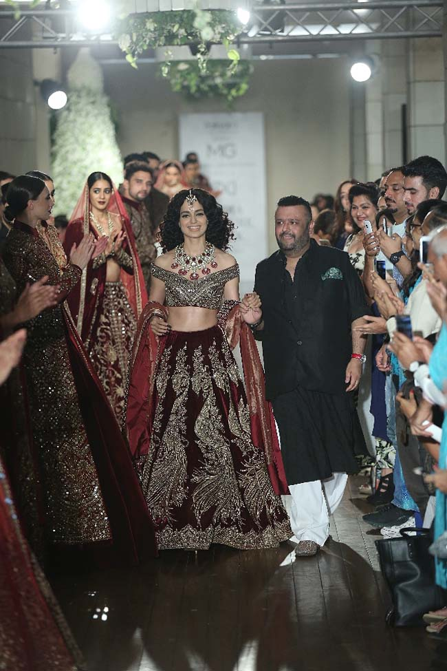 Manav-Gangwani-collection-2016-fashion-show-dress (9)-kangana-renaut-bridal-lehenga-red