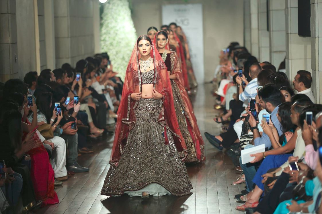 Manav-Gangwani-collection-2016-india-couture-week-gown-models-lehengas