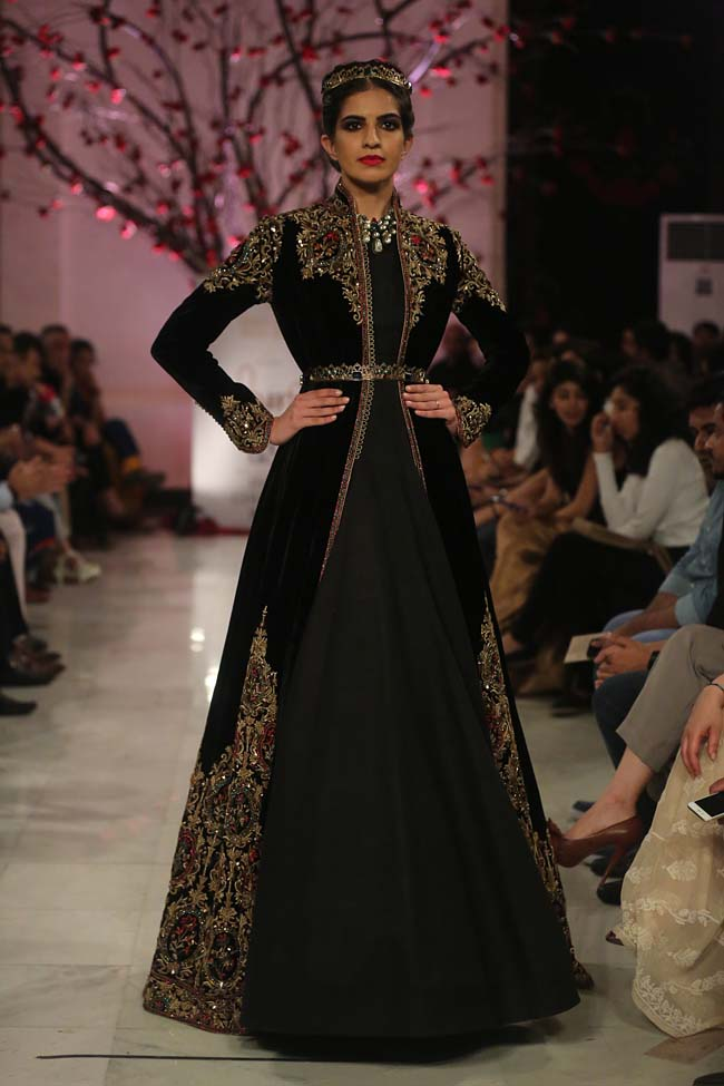 Rohit-Bal-India-Couture-Week-2016-collection-designer-dresses (10)-black-gown-wedding