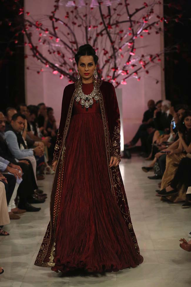 Rohit-Bal-India-Couture-Week-2016-collection-designer-dresses (11)-silk-gown