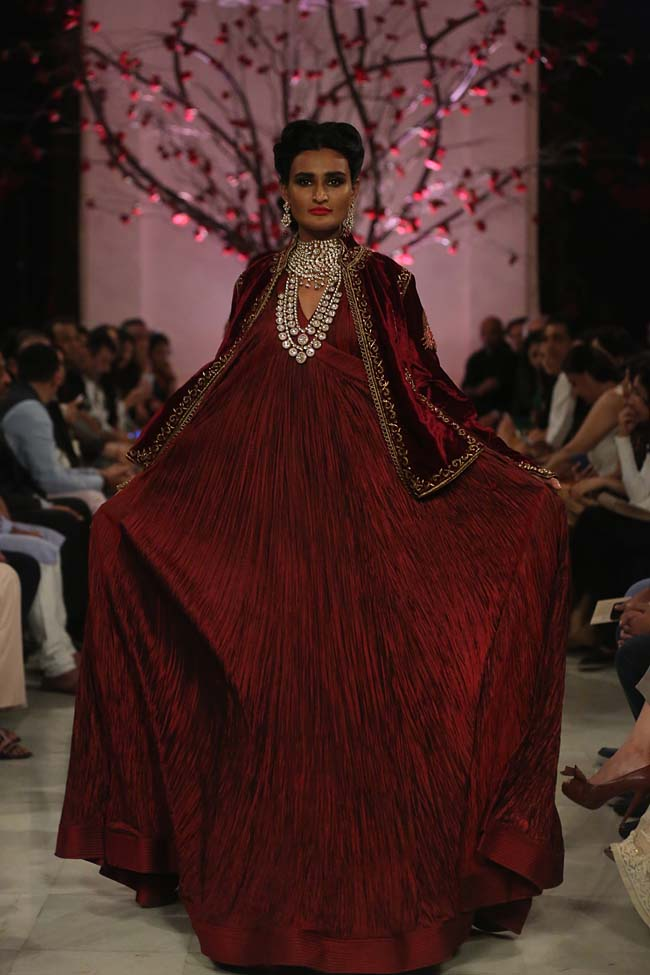 Rohit-Bal-India-Couture-Week-2016-collection-designer-dresses (12)-red-gown