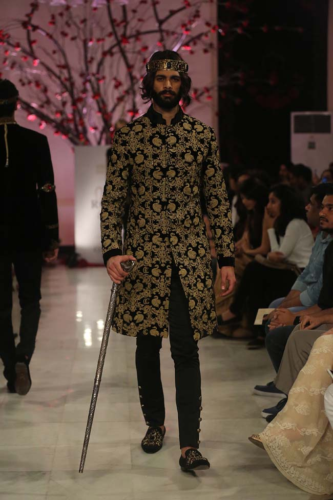 Rohit-Bal-India-Couture-Week-2016-collection-designer-dresses (2)-menswear