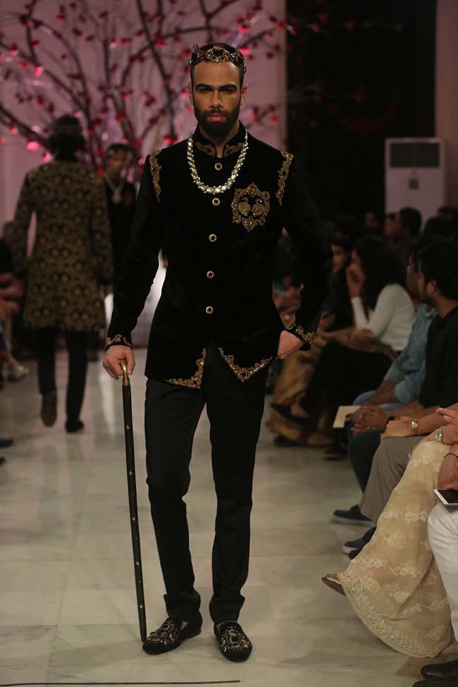 Rohit-Bal-India-Couture-Week-2016-collection-designer-dresses (3)-sherwani