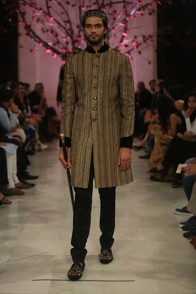 Rohit-Bal-India-Couture-Week-2016-collection-designer-dresses (4)-wedding-sherwanu