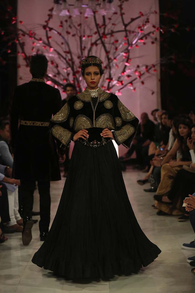 Rohit-Bal-India-Couture-Week-2016-collection-designer-dresses (5)-lehenga