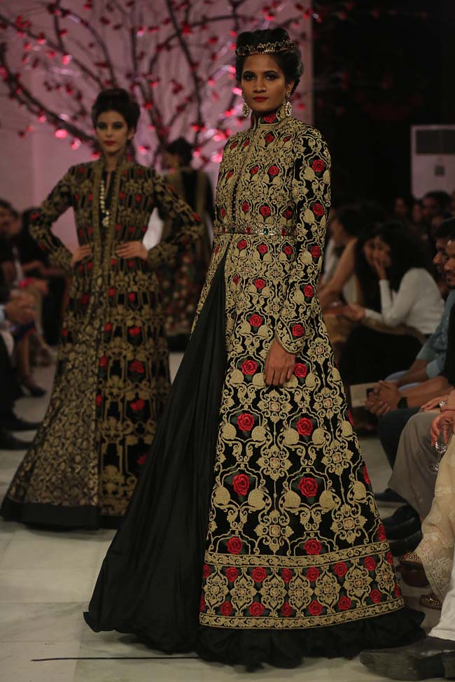 Rohit-Bal-India-Couture-Week-2016-collection-designer-dresses (6)-lehenga-gown