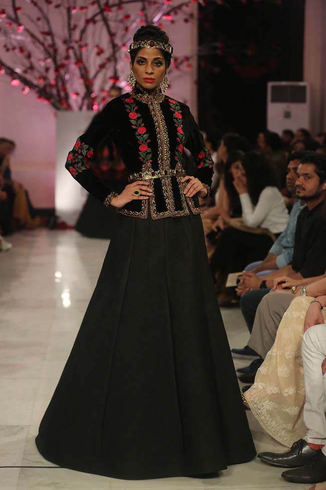 Rohit-Bal-India-Couture-Week-2016-collection-designer-dresses (7)-lancha-black