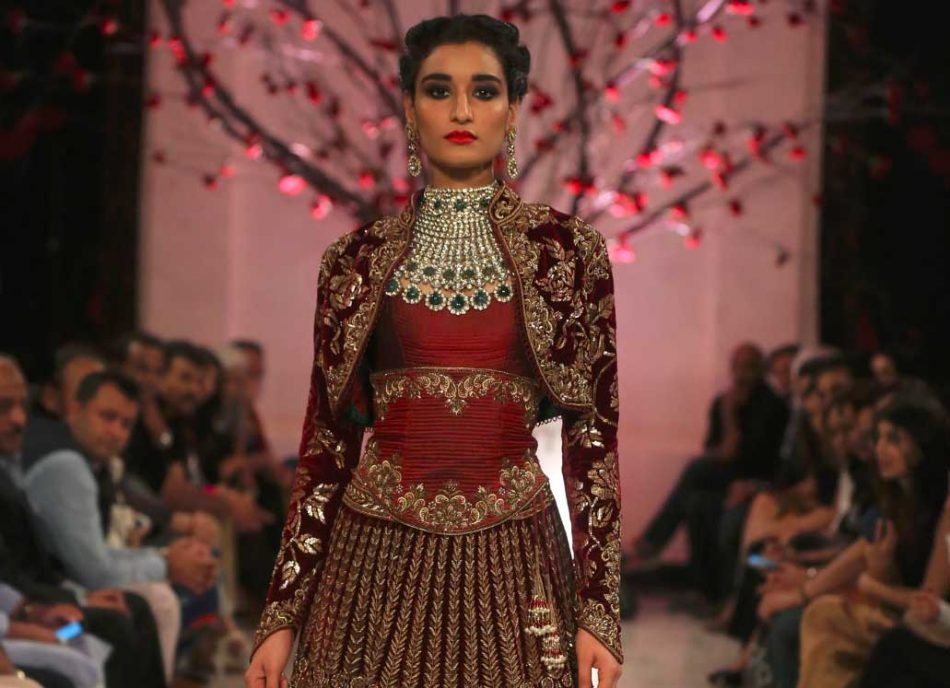 Rohit-Bal-India-Couture-Week-2016-collection-designer-dresses-gown