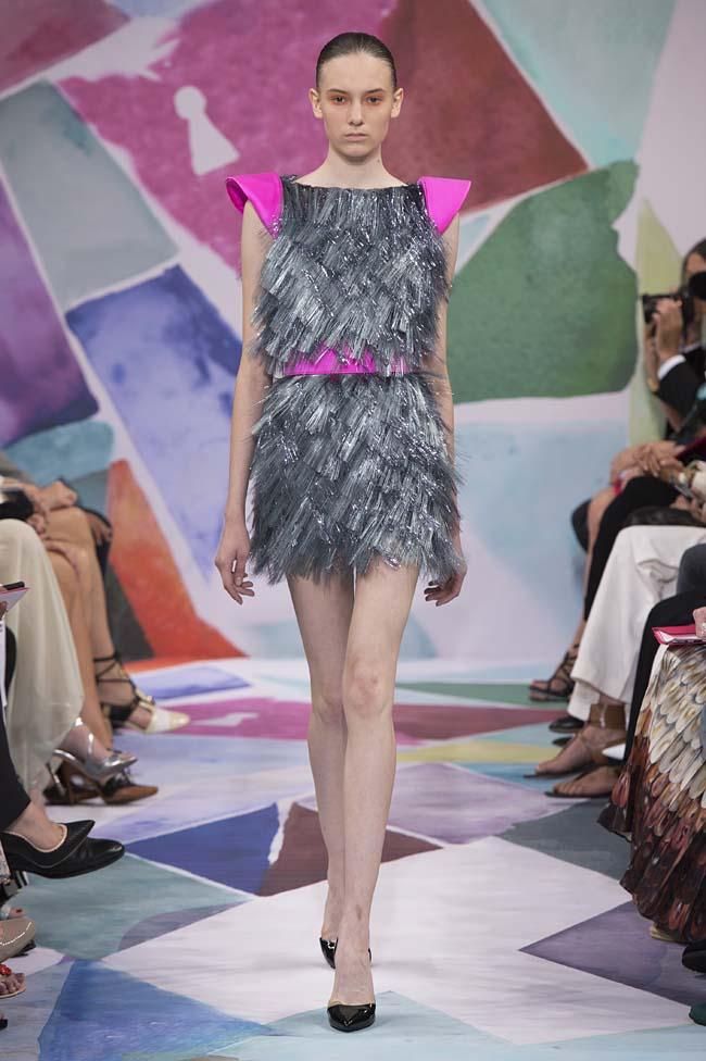 Schiaparelli_haute-couture-fashion-week-fw16-fall-winter-2016-17-collection (10)-shoulder-grey-silver-dress