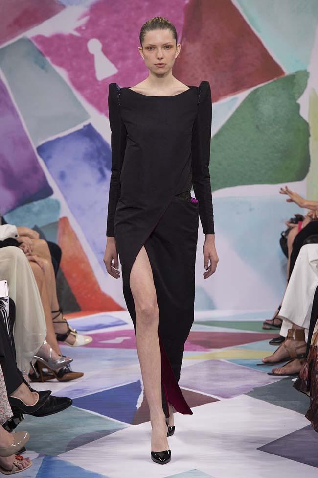 Schiaparelli_haute-couture-fashion-week-fw16-fall-winter-2016-17-collection (16)-black-slit-dress