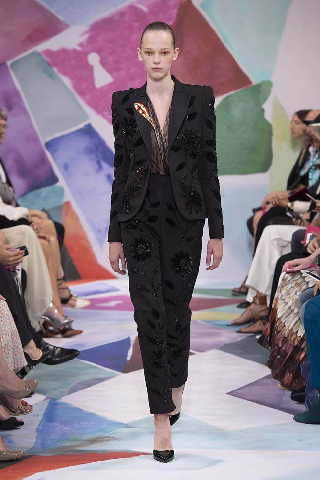 Schiaparelli_haute-couture-fashion-week-fw16-fall-winter-2016-17-collection (17)-black-pattern-suit