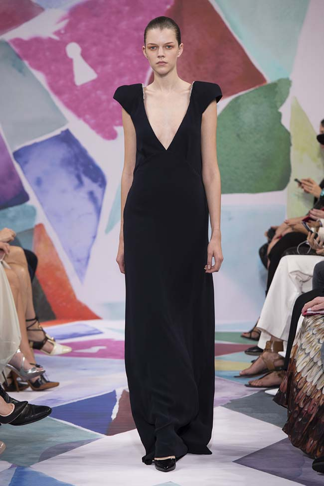 Schiaparelli_haute-couture-fashion-week-fw16-fall-winter-2016-17-collection (26)-black-gown