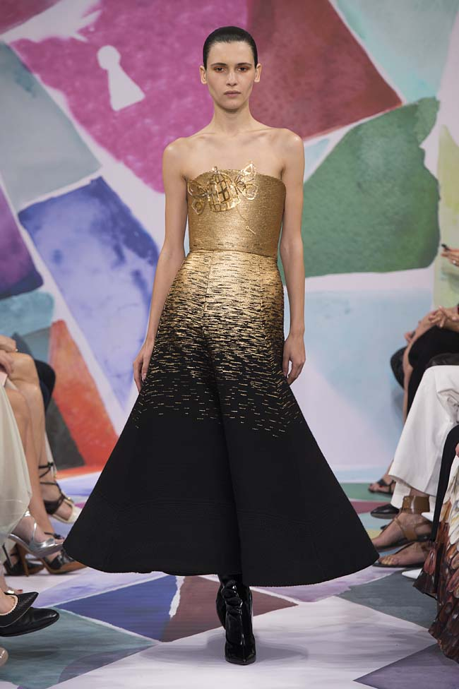 Schiaparelli_haute-couture-fashion-week-fw16-fall-winter-2016-17-collection (28)-black-gold-dress