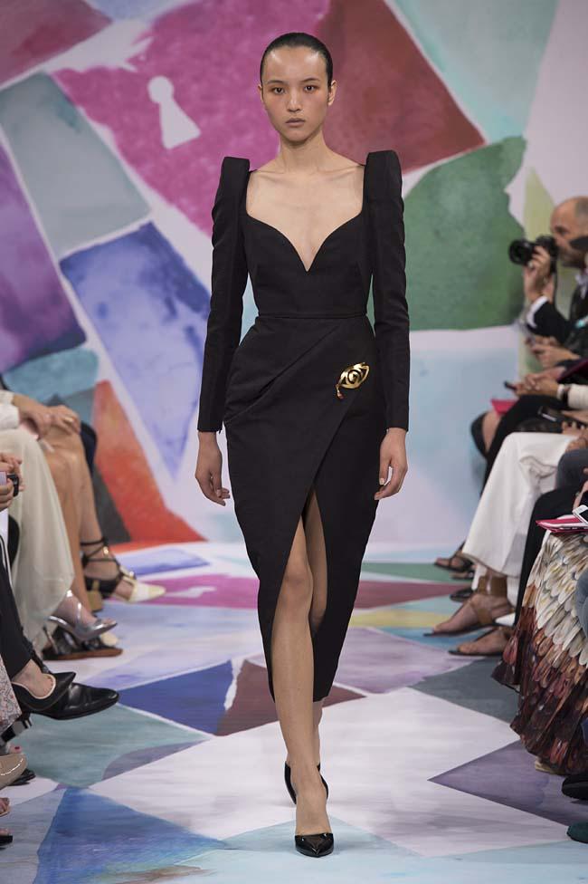 Schiaparelli_haute-couture-fashion-week-fw16-fall-winter-2016-17-collection (3)-black-asymmetric-dress