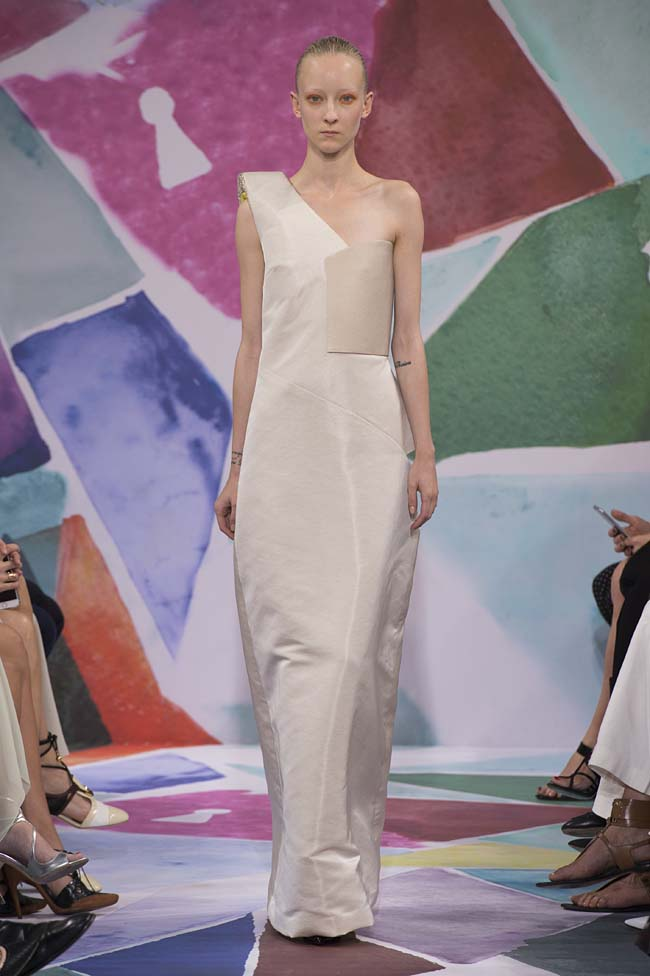 Schiaparelli_haute-couture-fashion-week-fw16-fall-winter-2016-17-collection (36)-white-gown