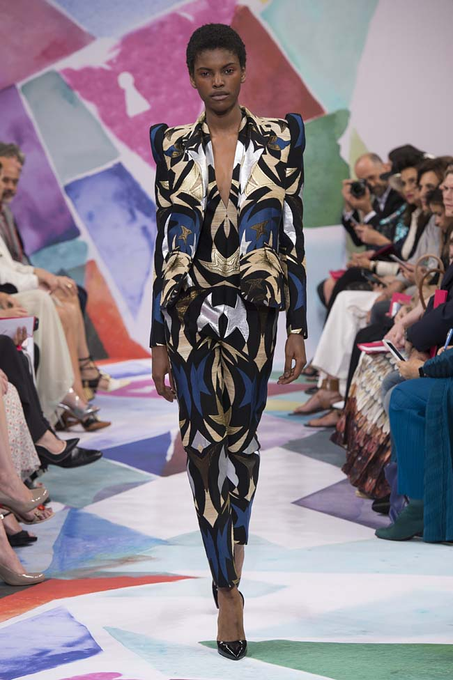 Schiaparelli_haute-couture-fashion-week-fw16-fall-winter-2016-17-collection (5)-patterned-print-suit