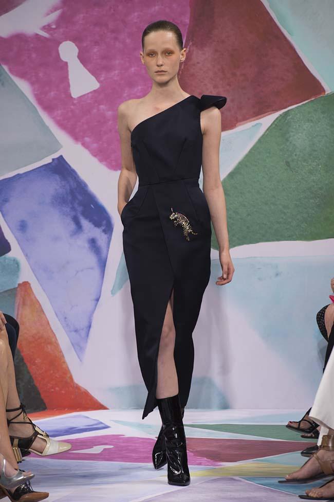 Schiaparelli_haute-couture-fashion-week-fw16-fall-winter-2016-17-collection (6)-one-shoulder-black-asymmetric-dress