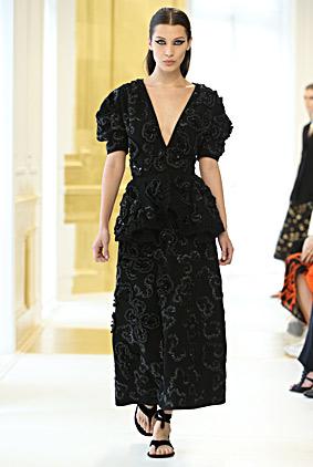 bella-hadid-dior-black-dress-fashion-week-show-fw16-couture-fall-winter-autumn-2016