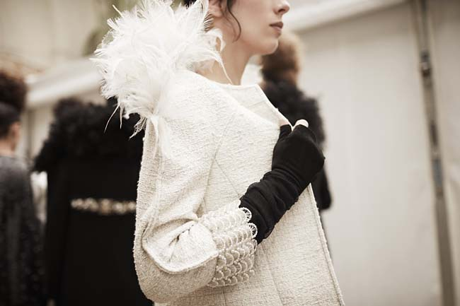 chanel-couture-fall-winter-2016-17-fashion-collection-details-white-fur