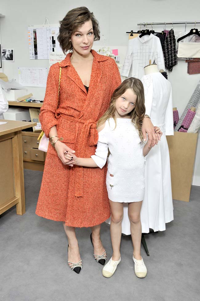 chanel-couture-fall-winter-2016-FW 2016 17 Haute Couture show_Milla JOVOVICH and daughter Ever