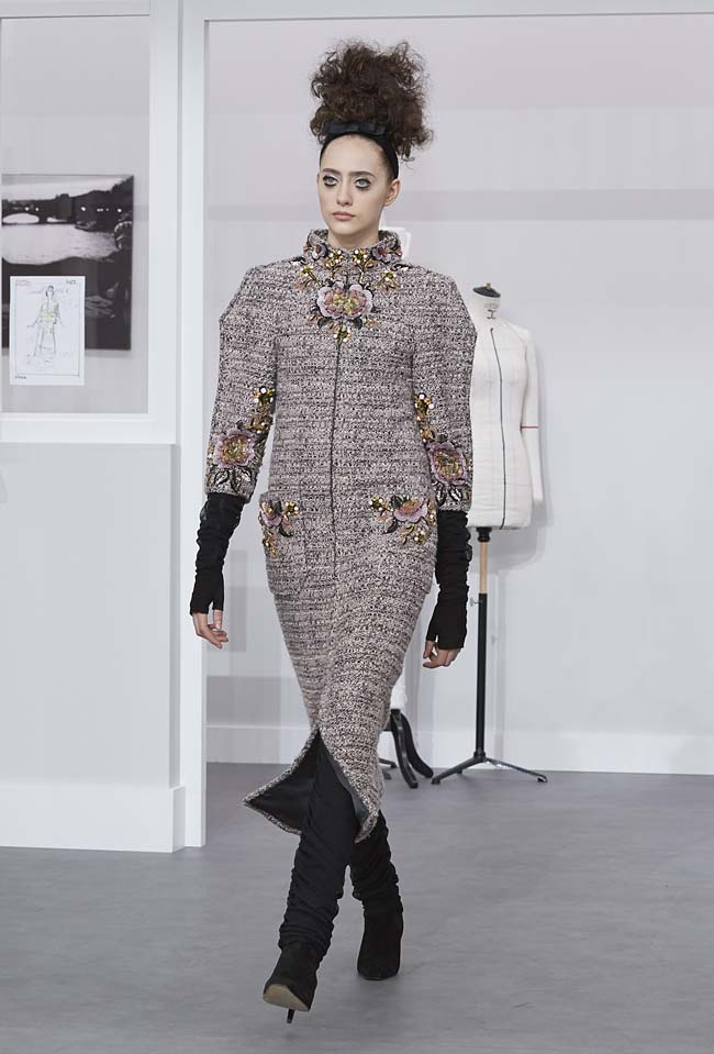 chanel-fall-winter-2016-17-haute-couture-fashion-show-outfit (14)-grey-embellished-dress