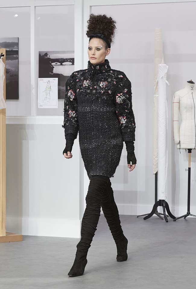 chanel-fall-winter-2016-17-haute-couture-fashion-show-outfit (16)-black-floral-mini-dress
