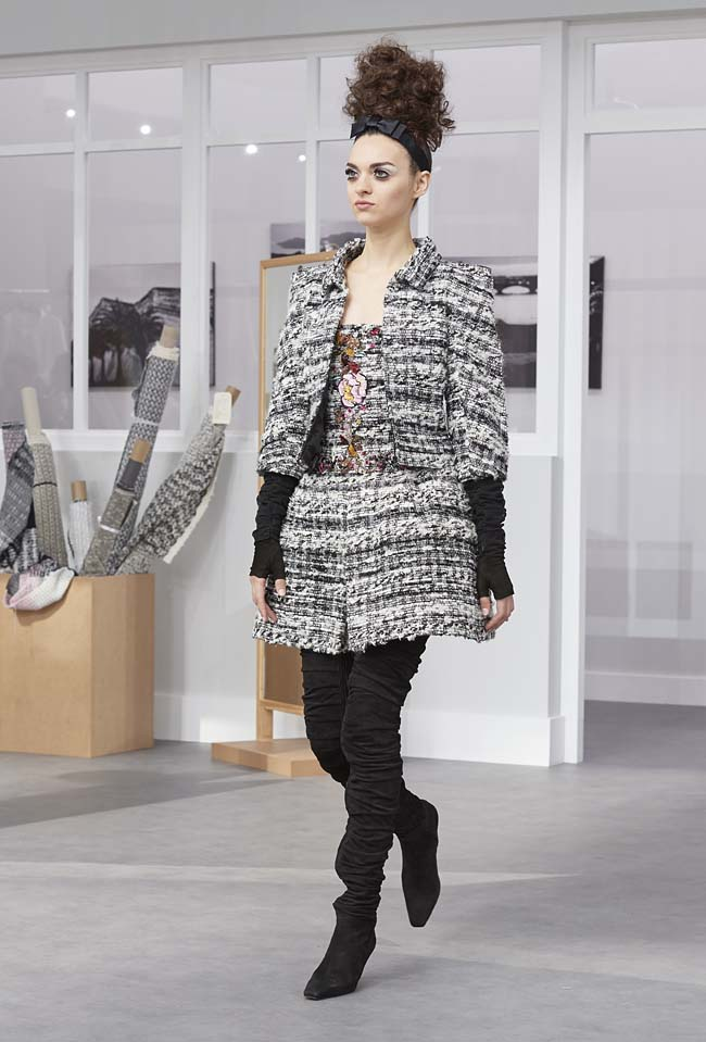 chanel-fall-winter-2016-17-haute-couture-fashion-show-outfit (20)-grey-skirt-suit