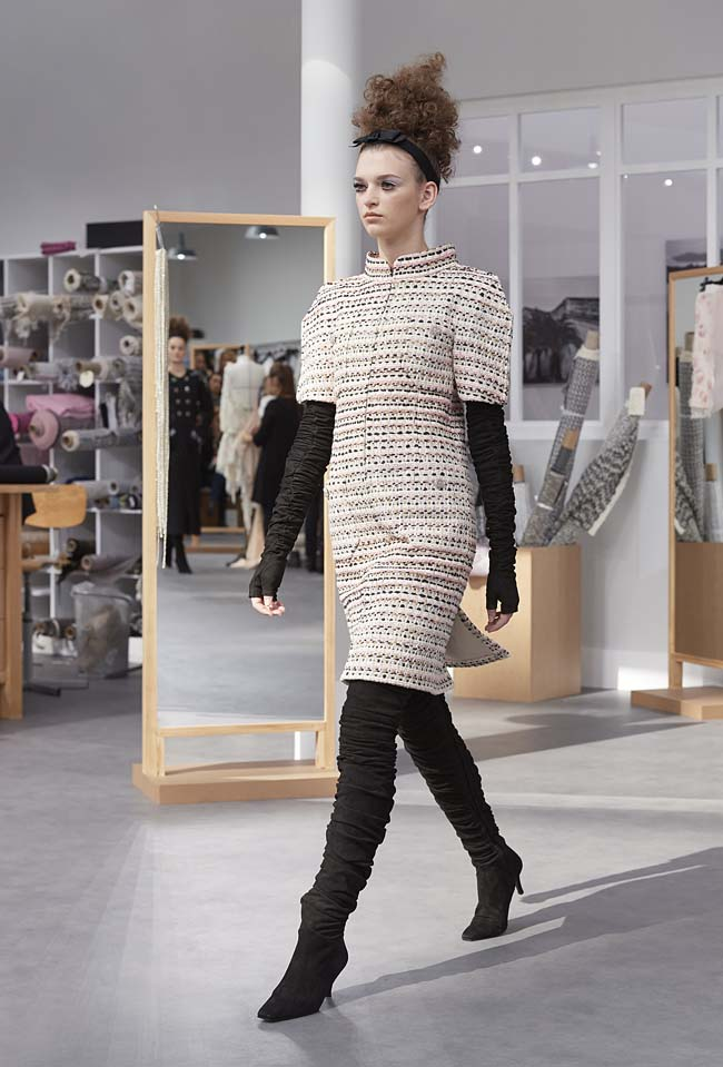 chanel-fall-winter-2016-17-haute-couture-fashion-show-outfit (25)-half-sleeved-dress