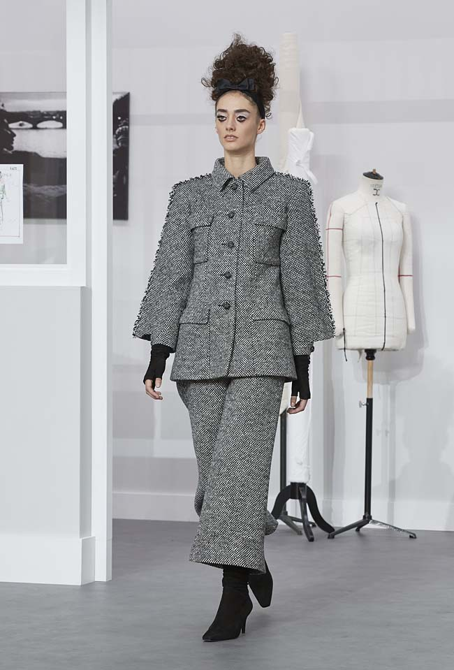chanel-fall-winter-2016-17-haute-couture-fashion-show-outfit (7)-grey-pant-suit