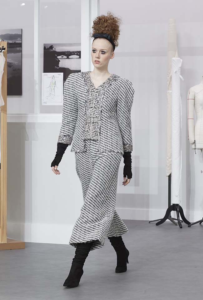 chanel-fall-winter-2016-17-haute-couture-fashion-show-outfit (8)-grey-pants