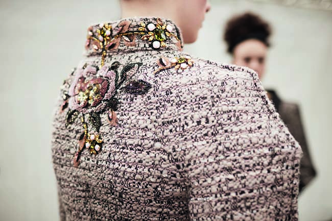 chanel-haute-couture-fall-winter-2016-17-fashion-collection-back-embroidery