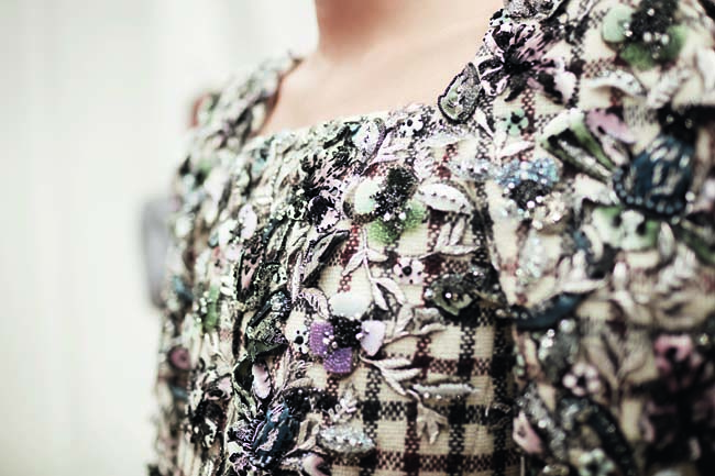 chanel-haute-couture-fall-winter-2016-17-fashion-collection-details (21)