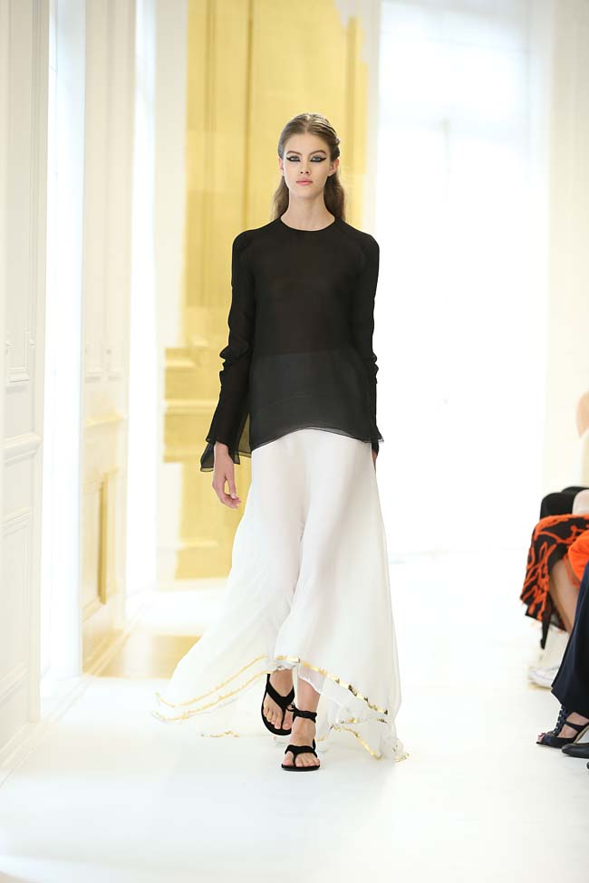 dior-haute-couture-fall-winter-2016-17_AW16-collection-dress (2)-white-long-skirt-black-top