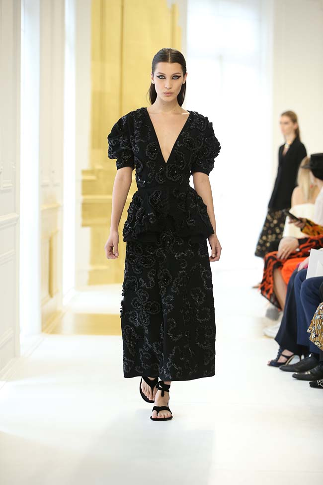 dior-haute-couture-fall-winter-2016-17_AW16-collection-dress (8)-black-bella-hadid