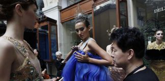 guo-pei-fw16-haute-couture-blue-golden-colored-dress-backstage-models-fall-winter-2016-17-dress