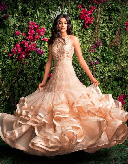 latest-indian-engagement-gowns-dresses-outfit-clothes-peach-shyamal-bhumika