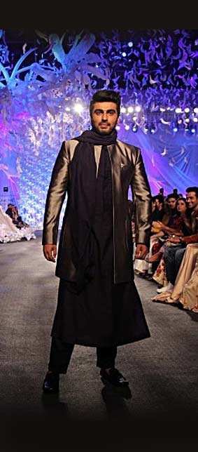 Top Sangeet Wear Indian Wear Designer Manish Malhotra